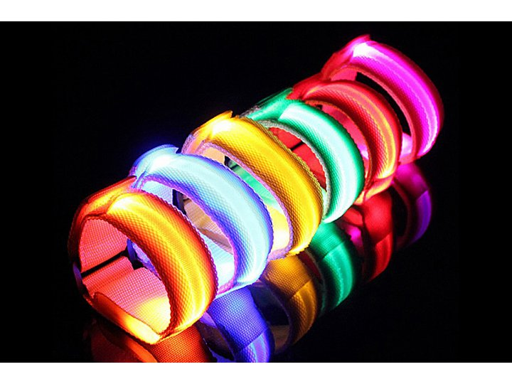 Фирменный необычный красивый светодиодный светящийся браслет/ ремешок на руку из нейлона с удобной застежкой на липучки